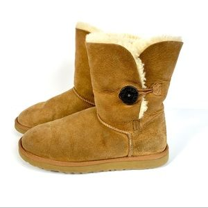Ugg Bailey Button chestnut sheepskin boots 9M